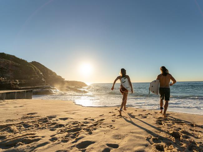 DECENT BEACHES THAT YOU DON'T HAVE TO PAY FOR Australia is home to some of the world's most spectacular beaches. Our waters are clear, our sand is silky and best of all, they're free.