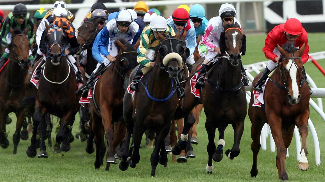 2009 Melbourne Cup. Flemington. Race 7.  The field heads for home at the 800m mark with 'Warringah' Damien Oliver leading.