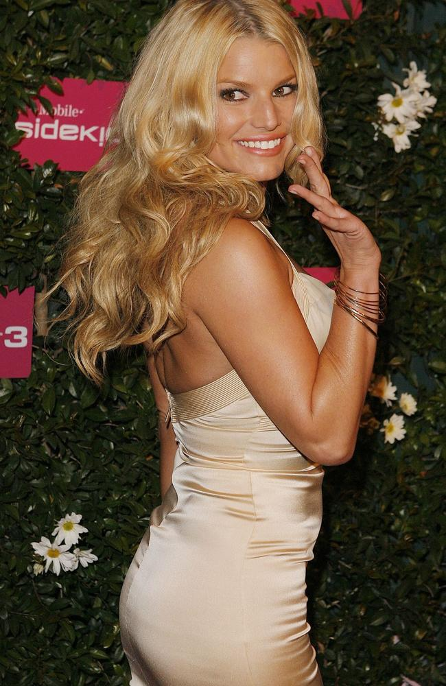 Jessica Simpson is more intelligent than people realise, according to Shuter.