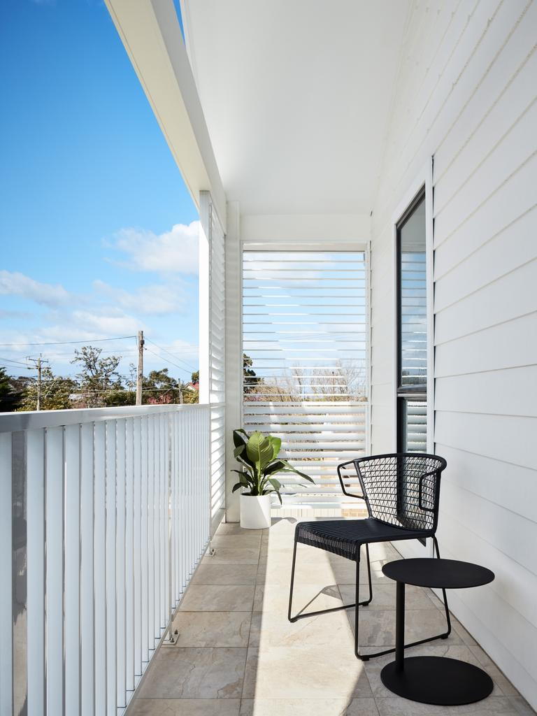 Louvres at each end of the balcony are an asset in many ways.