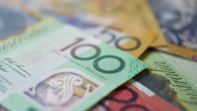 Retiree $800 bonus: Government bow to pressure on deeming rate