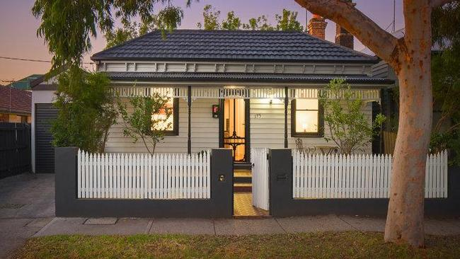 An auction the weekend before Anzac Day paid off for the sellers of this house, rather than the buyers. 175 Edward St, Brunswick, sold for a whopping $361,000 above its reserve price. Source: Realestate.com.au