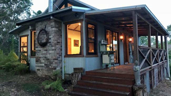 4/20Cuckoo's Nest, Katoomba NSW Not too far from town, this Katoomba cottage is ideal for a Blue Mountains long weekend.