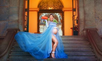 Stunning Disney-themed maternity shoot