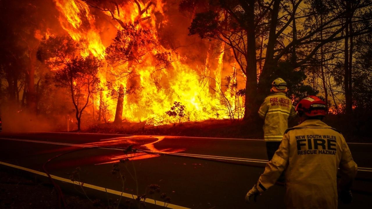 Two volunteer firefighters killed, three injured battling bushfires in NSW