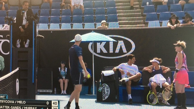 Aus Open match delayed for over 10 minutes because the players wouldn't stop arguing