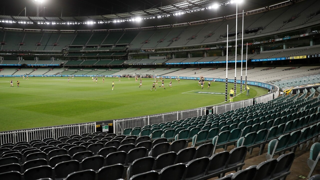 Calls to ban crowds from AFL games as COVID-19 fears grow