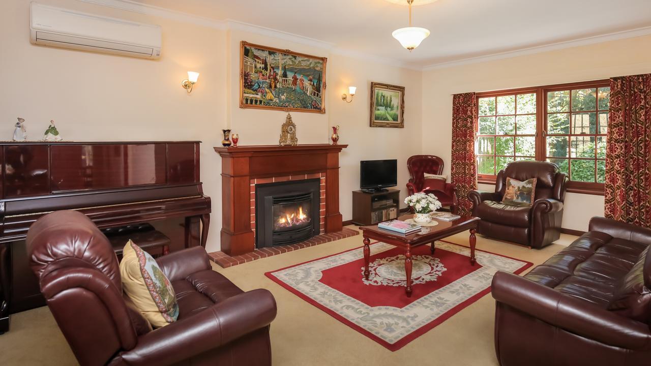 53 Sturt Valley Rd, Stirling. Supplied by Harcourts Brock Estates.