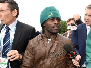 Australia's Francois Etoundi has been ordered to pay $730 to an athlete he assaulted in Glasgow.