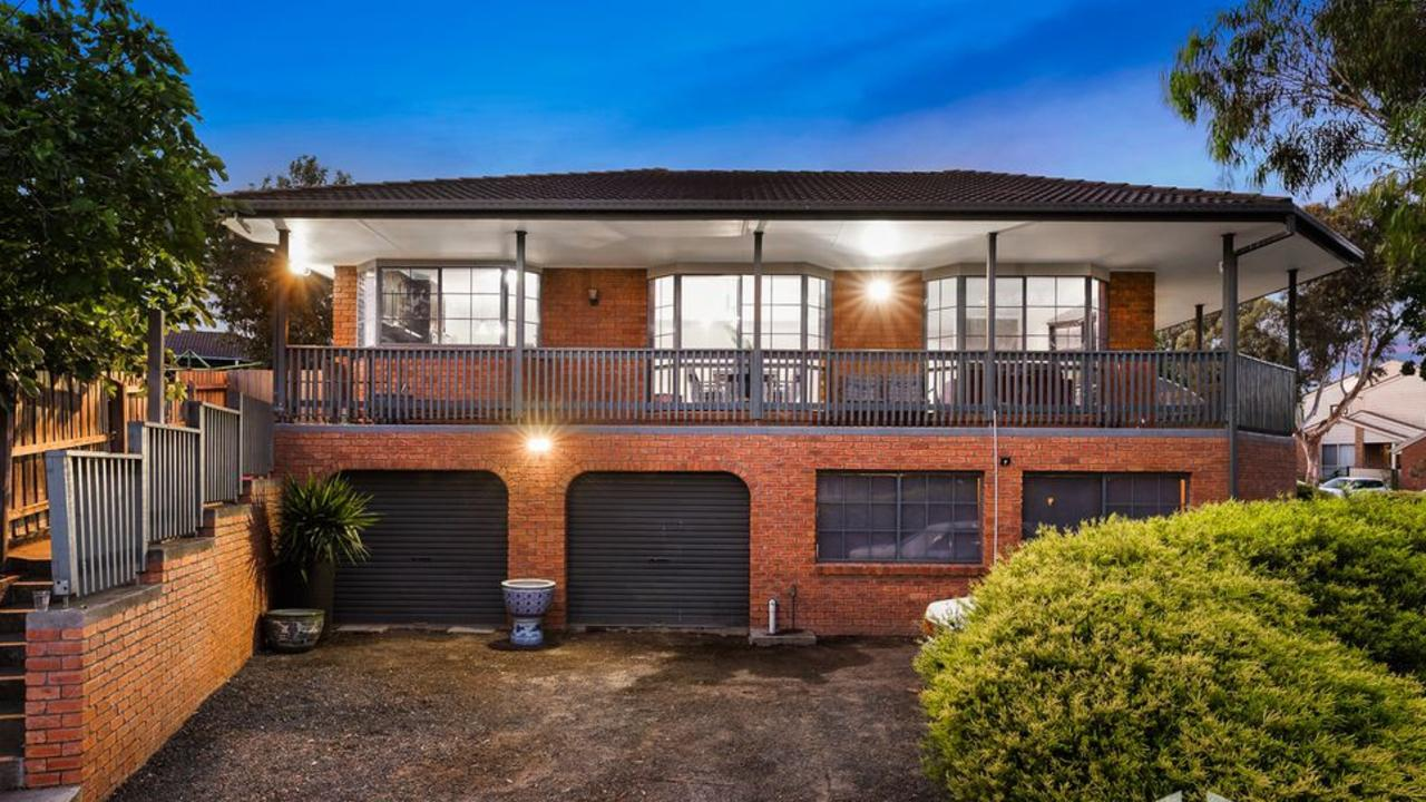 3 Candlebark Close, Hampton Park sold for $583,000 — $13,000 above expectations — in Melbourne's last auction in 2018.