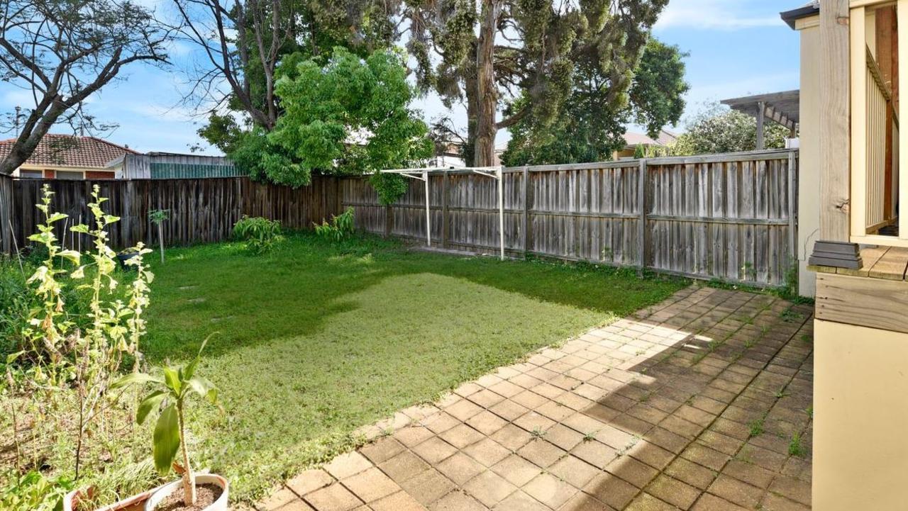 A backyard for littlies to enjoy.
