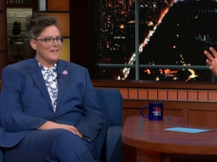 The hilarious way Hannah Gadsby is trolling anti-vaxxers. Image: The Late Show With Stephen Colbert/CBS