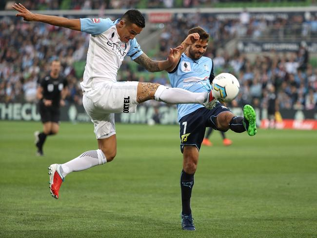Tim Cahill challenges Michael Zullo. Picture: Getty