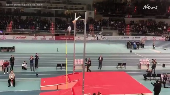 Armand Duplantis sets new world record in pole vault
