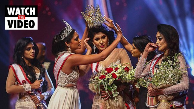 Beauty queen snatches rival's crown from her head (Colombo Gazette)