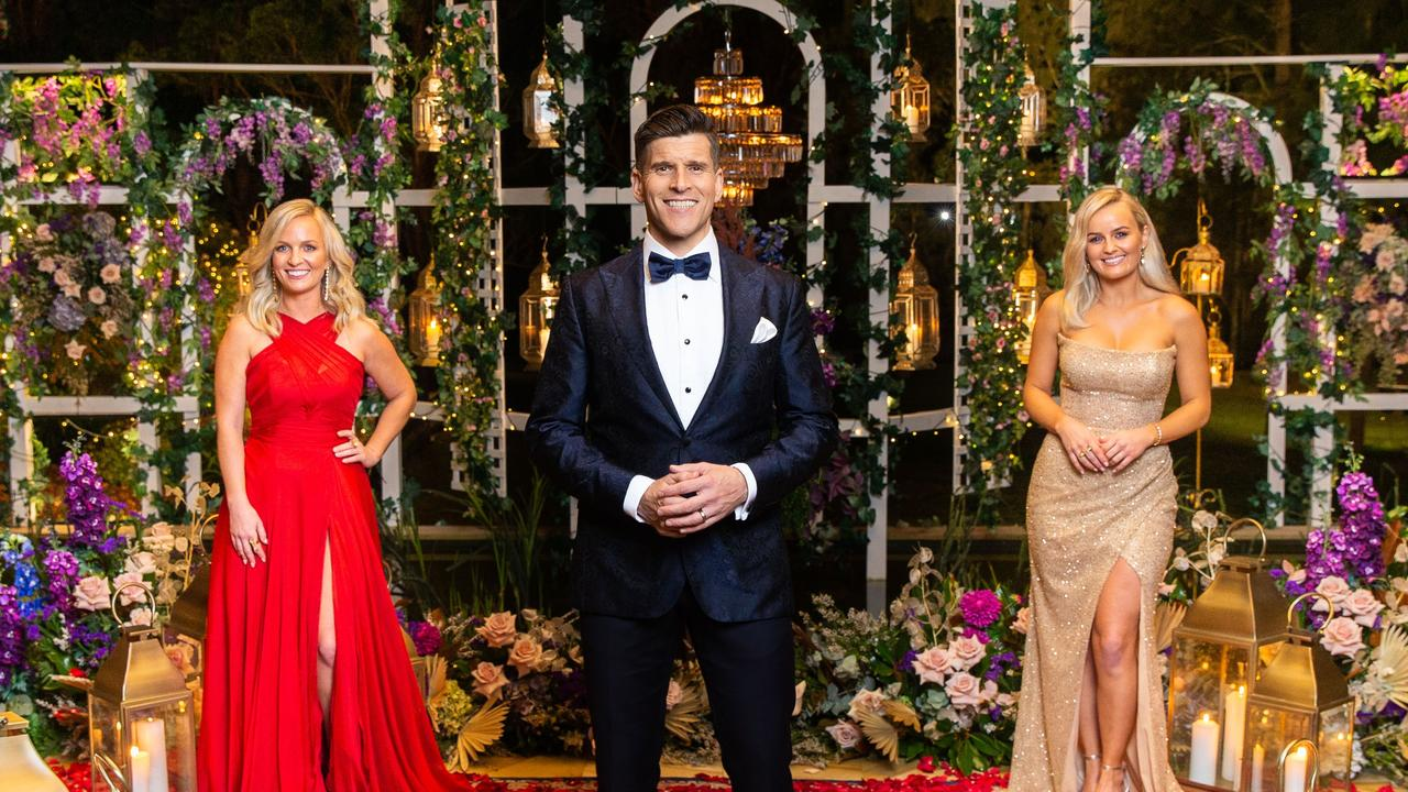 The Bachelorette host Osher Günsberg with Elly and Becky Miles for SMARTdaily.