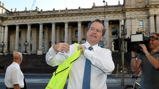 The Leader of the Opposition, Bill Shorten selling The Big Issue Magazine in Melbourne as part of the International Vendor Week. Picture: Nicole Garmston