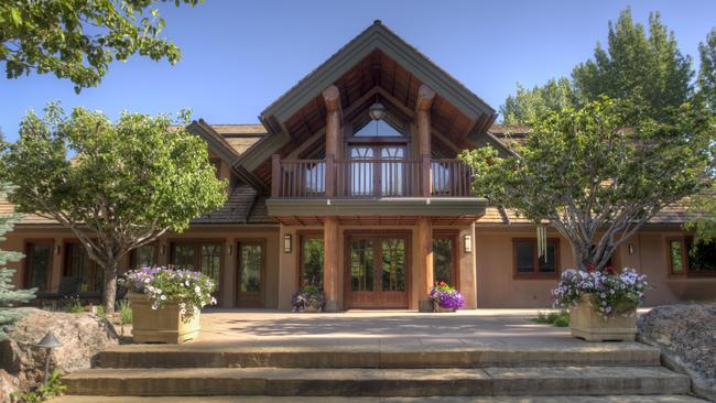 Live like Bruce Willis in his Idaho ski home. Picture: TopTenRealEstateDeals.com.au