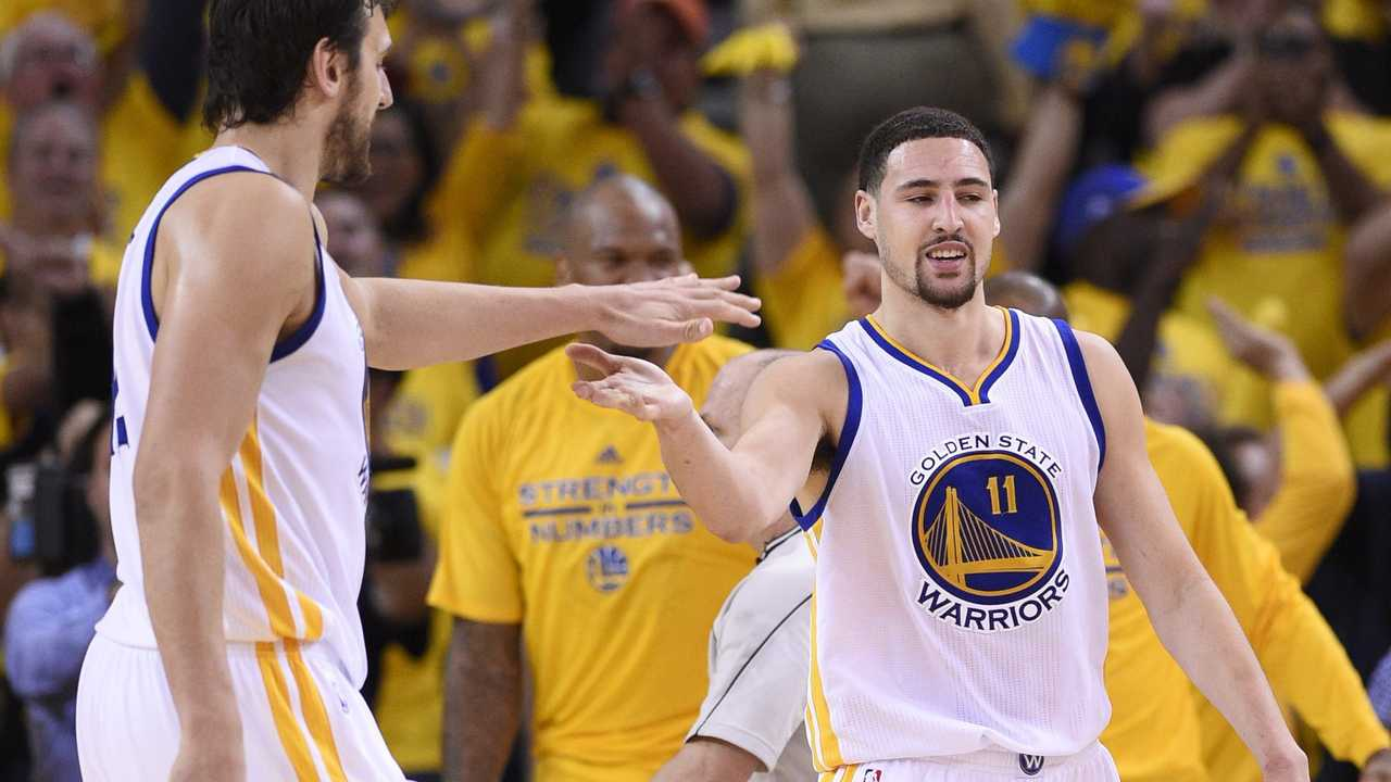 Andrew Bogut and Klay Thompson during a Golden State Warriors game.