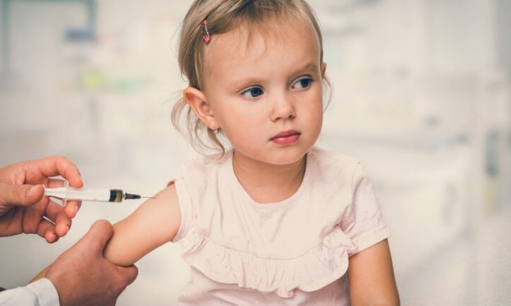 Anti-vaxxer demands apology from mum who mocked her