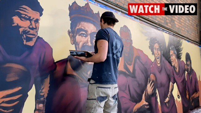 Time lapse: Queensland Maroons mural takes shape