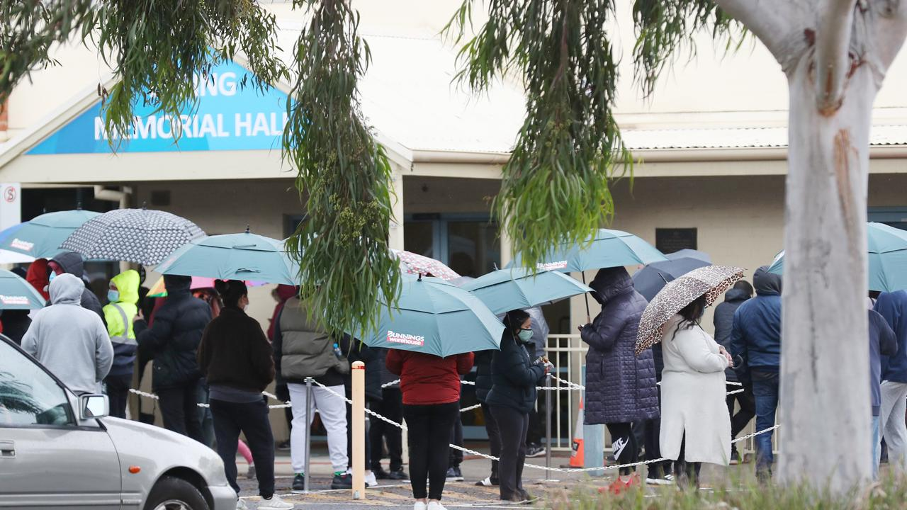 People line up at Epping hall to get tested for COVID-19 in the latest outbreak in Melbourne. Picture: NCA NewsWire/David Crosling