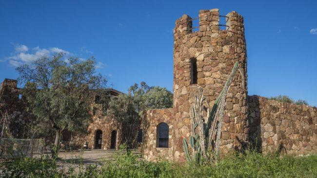 6/7Amigo's Castle, Lightning Ridge NSW In outback NSW a peculiar stone fortress known as Amigo's Castle stands tall. Although incomplete, this castle, based on Italian ruins is built on a mining lease. Vittorio Stefanato, known locally as Amigo was disenchanted with opal mining so he did what anyone would do - he started building his own castle from ironstone boulders he collected in the area.