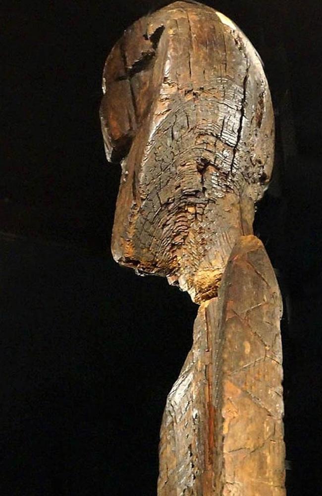 A side-profile of the Shigir Idol's main head.