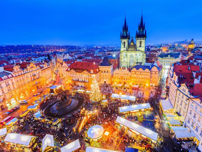 CHRISTMAS IS BETTER Twinkling lights, Christmas markets, hot cocoa and actual cold weather make Christmas a little more magical in the Northern Hemisphere.
