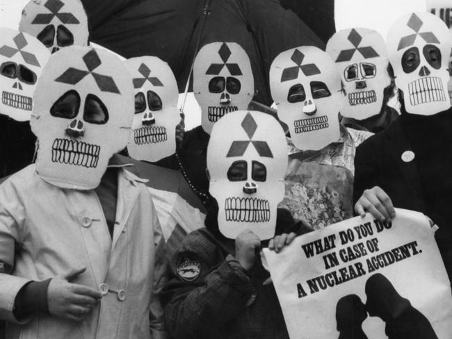 """Anti-nuclear rally in Adelaide to mark the anniversary of the dropping of the atom bomb on Hiroshima. A group of """"death-mask"""" wearers made an eerie picture at Victoria Square, 05 Aug. 1978."""