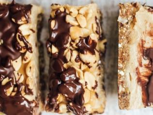snickers style vegan slice (1)