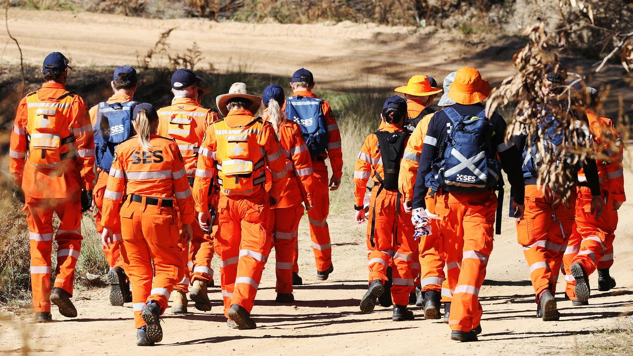 Search crews were out in force. Picture: NCA NewsWire / Peter Lorimer.