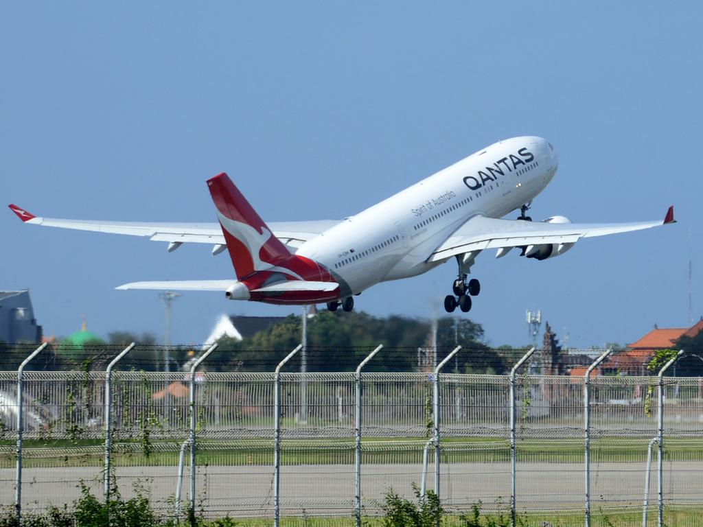 Qantas says it will mandate Covid vaccinations for all frontline staff by November. Picture: AFP