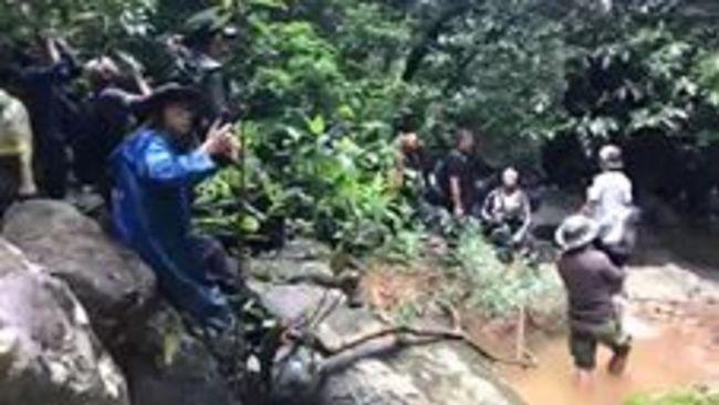 British Cave Explorer Joins Search for Missing Thai Soccer Team