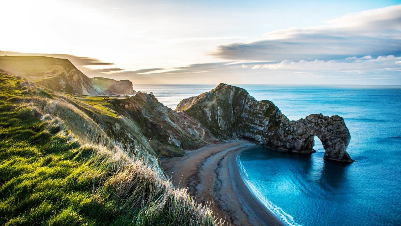 The rock formation Durdle Door on the Dorset Coast.