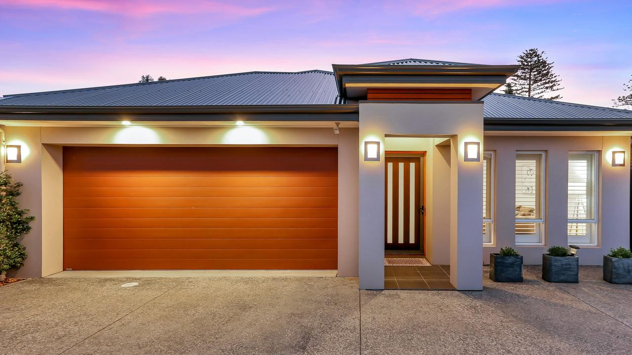 Room to move and a range of luxurious features make this Glenelg North property a must visit. Take a look around.
