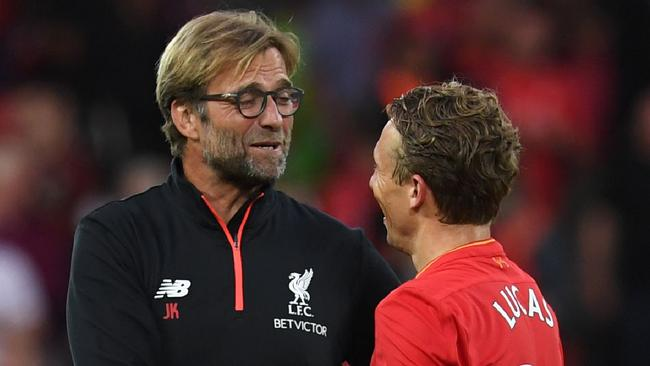 Liverpool's German manager Jurgen Klopp (L) talks with Liverpool's Lucas Leiva.