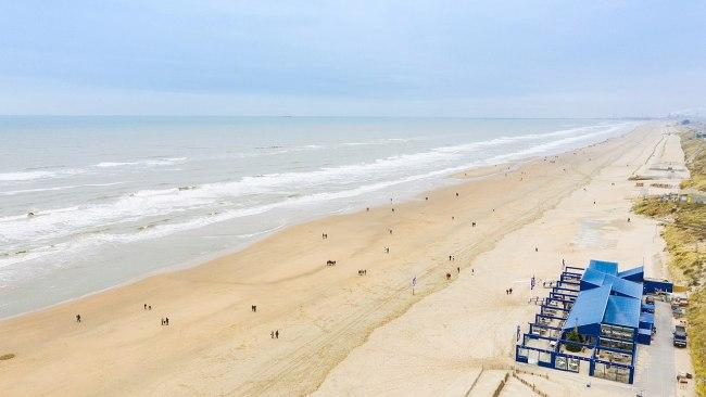 8/37Naturist Beach - Zandvoort - Netherlands The nudist section of the sand is located at the end of Zandvoort's main beach. When taking a swim, stay out of the kite surfers zone! Picture: dronepicr / Wikimedia Commons