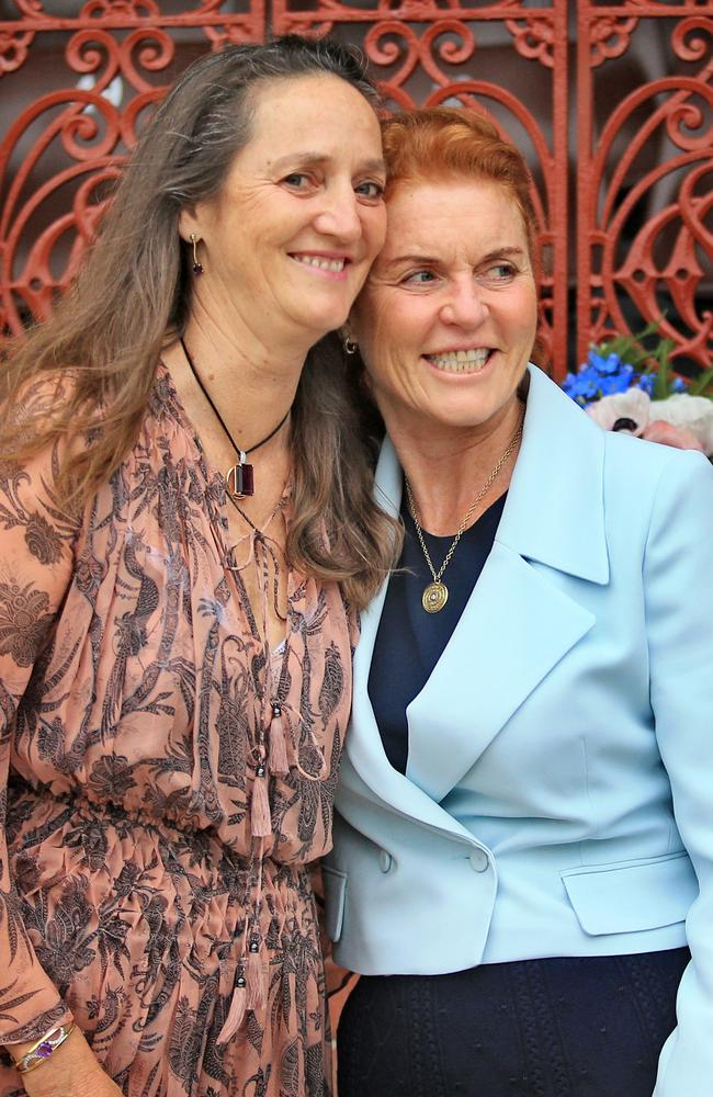 'Mad about Australia' ... Fergie with sister Jane in Sydney for the 120th anniversary of the SCG's Ladies Pavillion in 2016.
