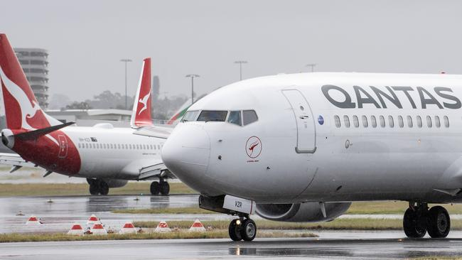Qantas delays start to international travel