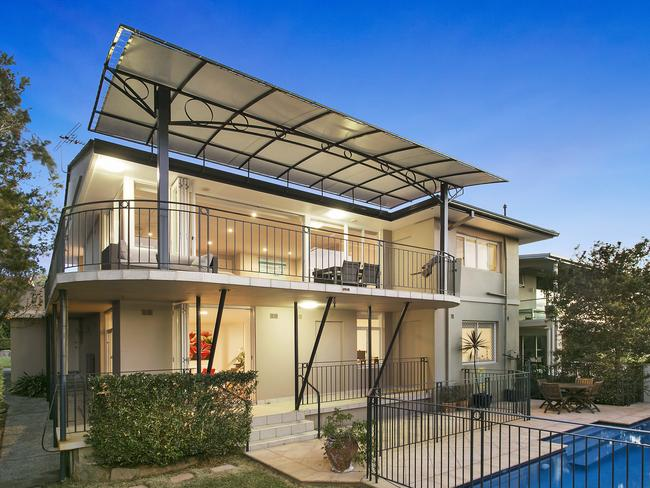 Balgowlah Heights is full of beautiful homes, this one has just sold in Dobroyd Rd.