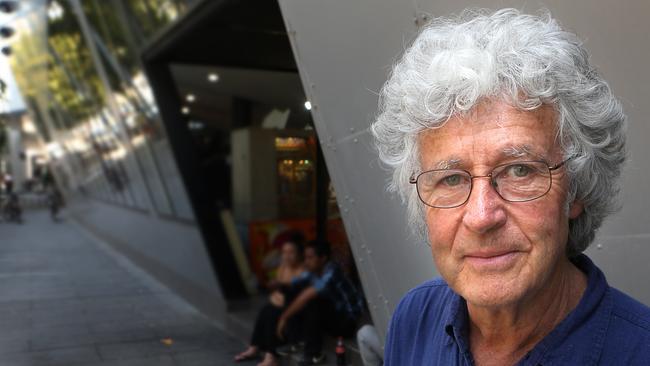 Popular Australian cartoonist Michael Leunig has attracted criticism for his views on vaccination.