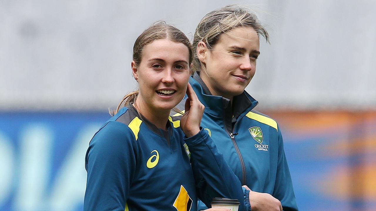 Australian bowlers Ellyse Perry and Tayla Vlaeminck. Image: Michael Klein