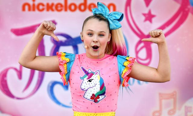 American Nickelodeon and social media star JoJo Siwa performs to young fans at Seaworld on the  on the Gold Coast, Monday, July 2, 2018. (AAP Image/Dan Peled) NO ARCHIVING, EDITORIAL USE ONLY