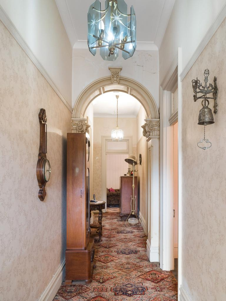 There are arched corridors.