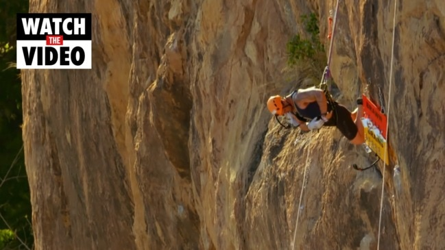 Wayne flails off a cliff on Amazing Race (Ten)
