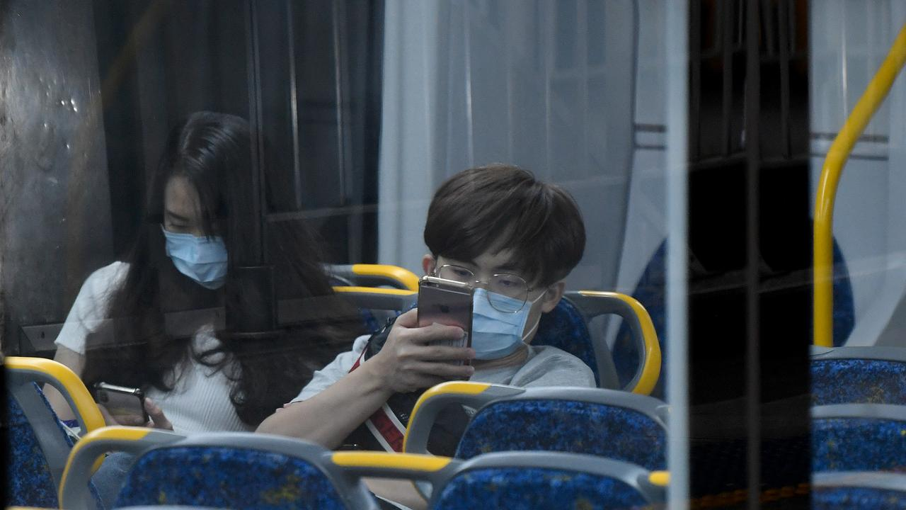 A top epidemiologist has said wearing masks on public transport could help stop the spread of coronavirus as restrictions are eased. Picture: Bianca De Marchi/AAP