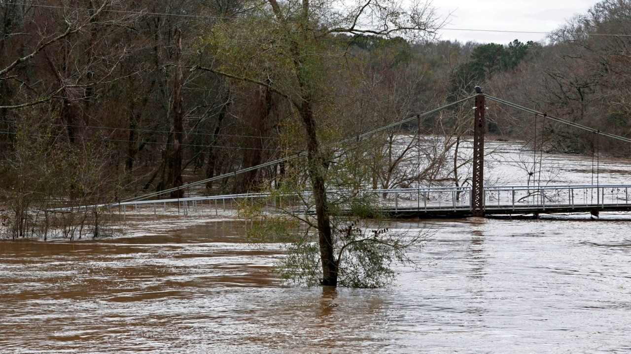 Mississippi facing days of floodwater