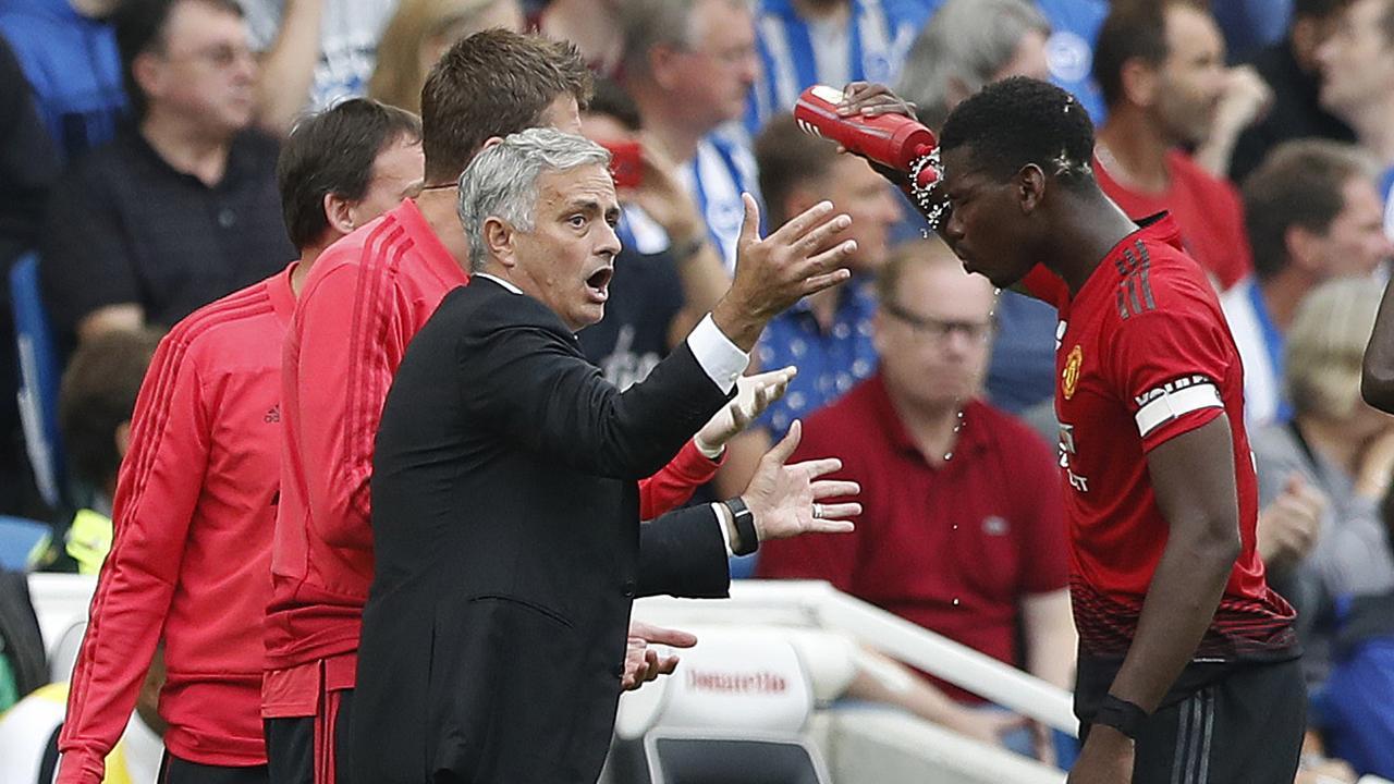 Jose Mourinho speaks to Paul Pogba.