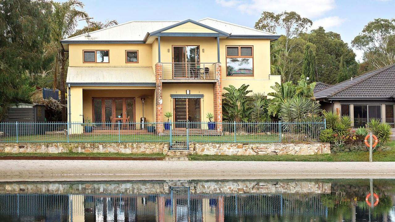 1 Moina Court, Patterson Lakes is for sale.